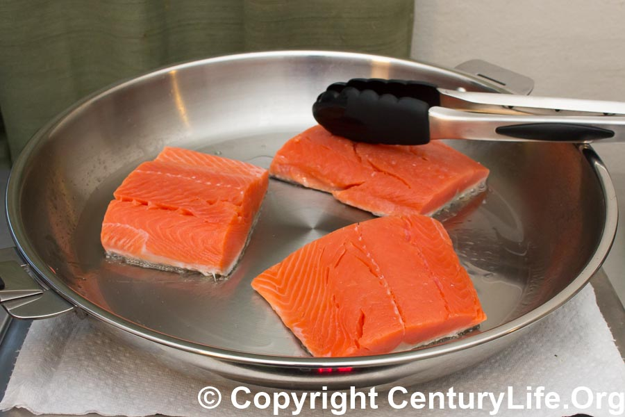 Cristel Casteline 32 cm pan - cooking salmon